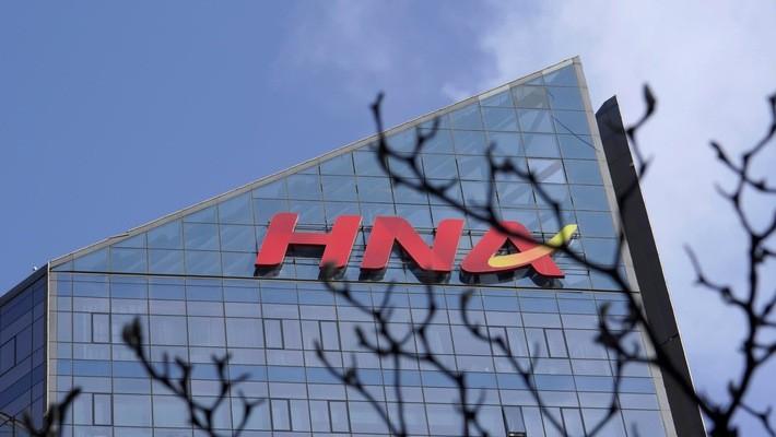 """Đối với HNA, rắc rối lớn nhất là """"núi"""" nợ khổng lồ - Ảnh: Nikkei."""
