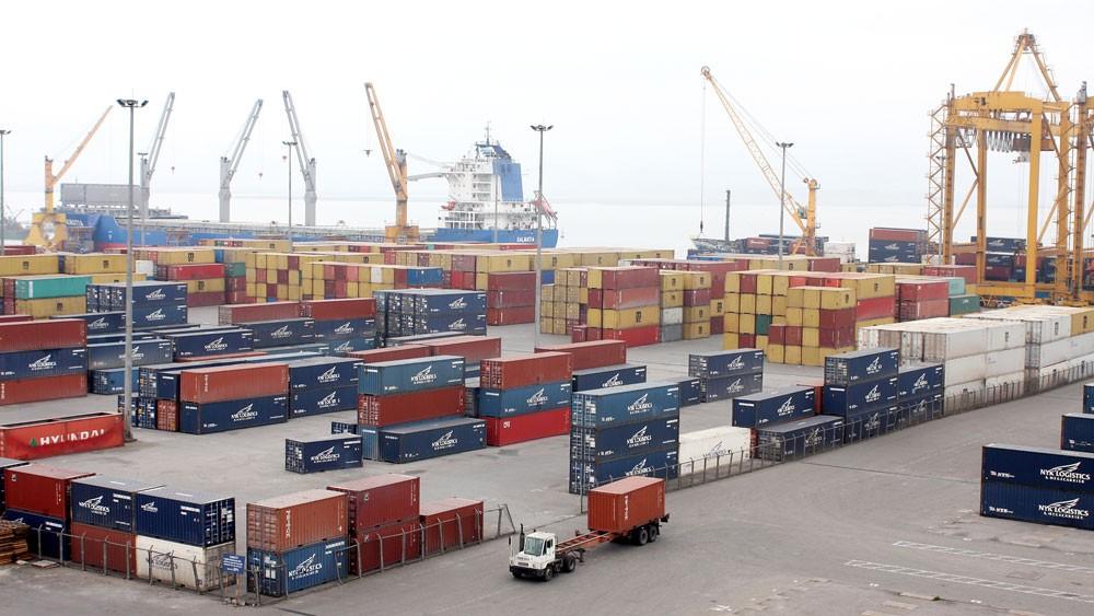 Các doanh nghiệp Việt Nam mới chỉ đảm nhận khoảng 25% thị trường dịch vụ logistics trong nước. Ảnh: Quang Tuấn