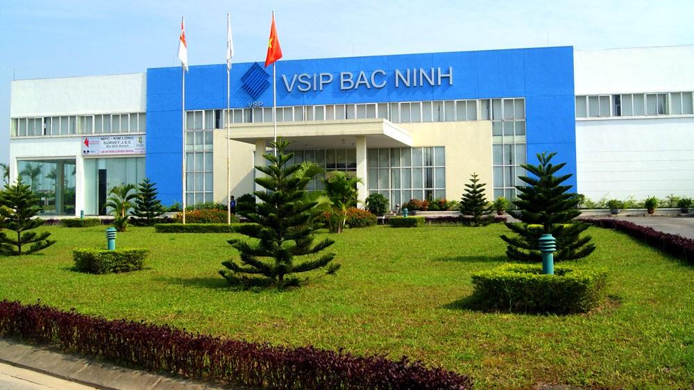 Các nhà đầu tư Singapore với các khu công nghiệp VSIP giúp Việt Nam tạo dựng kết cấu hạ tầng kỹ thuật cho phát triển công nghiệp. Ảnh: Quang Tuấn