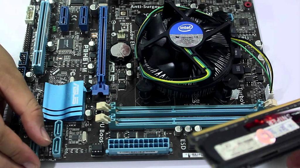 """Nhà thầu kiến nghị bất ngờ trước thông tin Intel công bố các thế hệ CPU đều như nhau và cho rằng nếu như vậy là """"họ lừa người tiêu dùng"""". Ảnh: Lâm Nguyễn"""