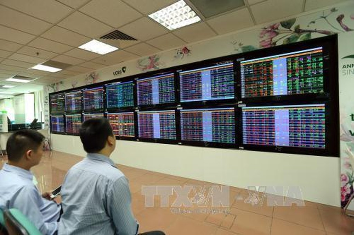 Thị trường chứng khoán ngày 4/10 duy trì sắc xanh. Ảnh minh họa: TTXVN