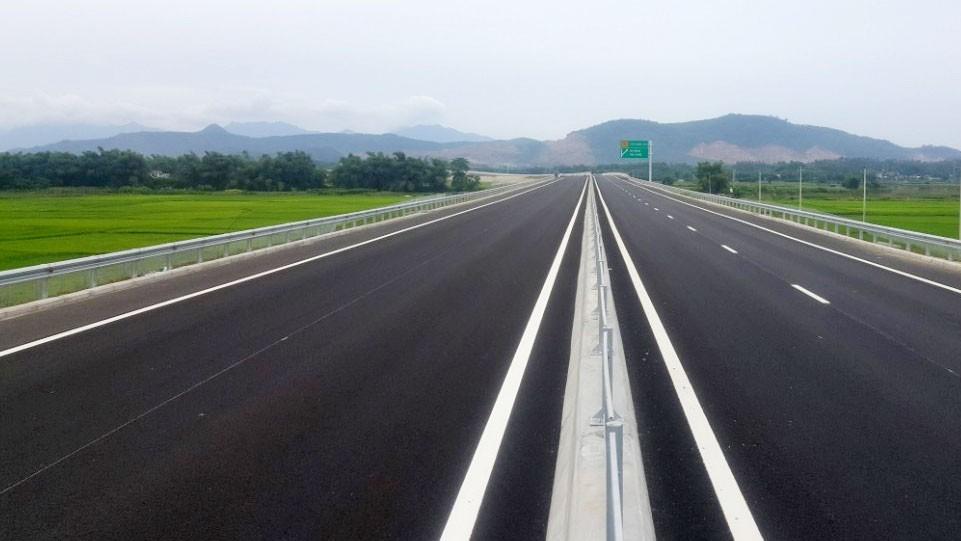 Toàn tuyến cao tốc Đà Nẵng - Quảng Ngãi được đưa vào khai thác mang lại nguồn thu đáng kể cho Công ty CP Dịch vụ đường cao tốc Việt Nam. Ảnh: Hiếu Nguyên
