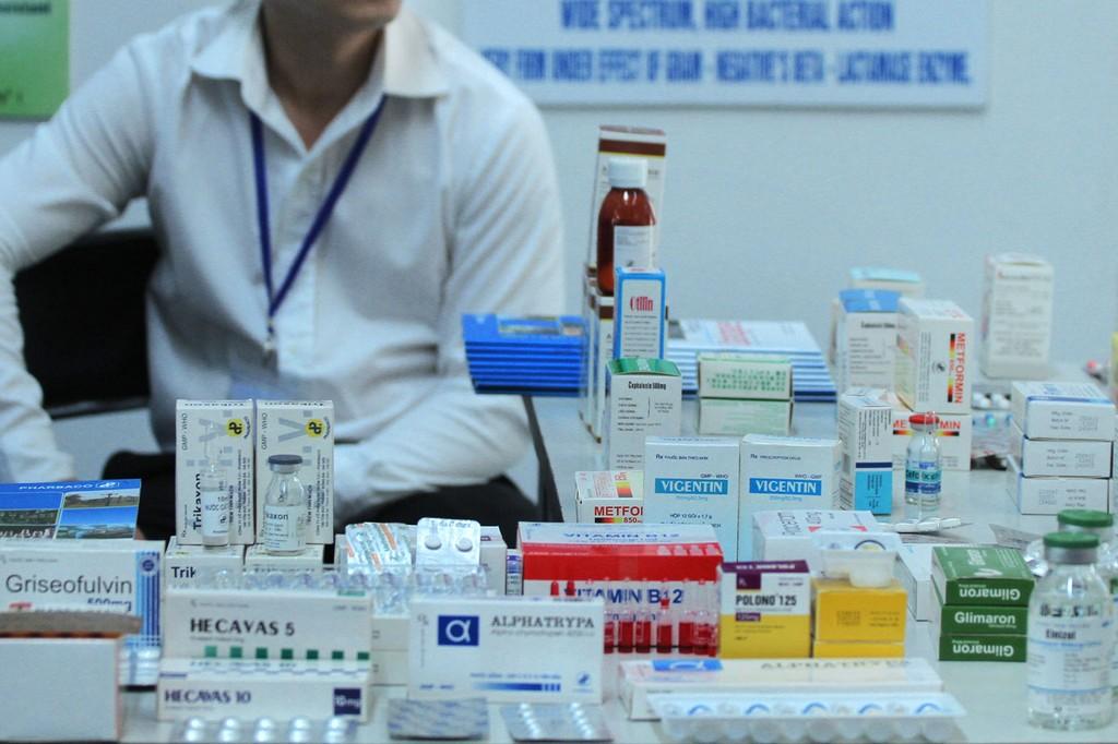 Kết quả thí điểm đấu thầu tập trung thuốc cấp quốc gia năm 2017 đối với 42 mặt hàng thuốc cho thấy giá thuốc giảm khoảng 17 - 21%. Ảnh: Lê Tiên