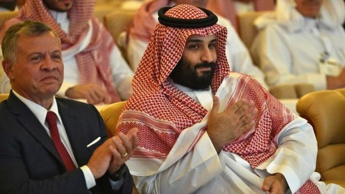 Thái tử Mohammed bin Salman của Saudi Arabia (phải) và vua Abdullah II của Jordan tại lễ khai mạc hội nghị Sáng kiến đầu tư tương lai (FII) ở Riyadh ngày 23/10 - Ảnh: Yahoo News.