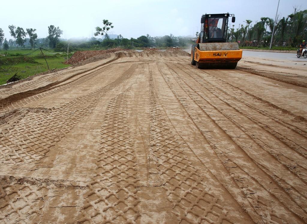 """Nhờ trúng nhiều gói thầu lớn, Công ty TNHH Công nghệ và Xây dựng Nam Ngân đã """"vươn vai"""" lớn mạnh trong giới xây lắp tại Bình Định. Ảnh: Nhã Chi"""
