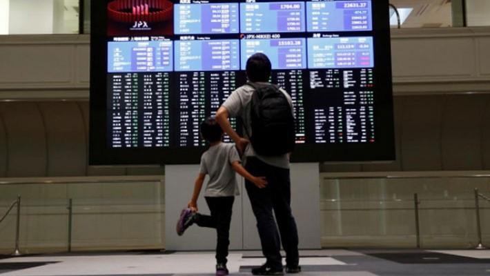 Tháng 10 đã trở thành một tháng đáng quên đối với giới đầu tư chứng khoán toàn cầu - Ảnh: Reuters.