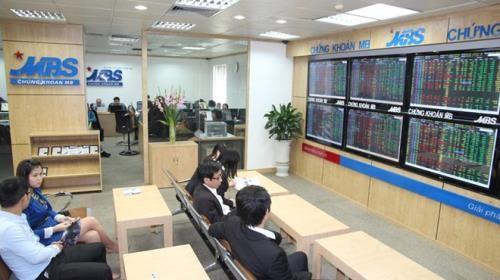 Chứng khoán ngày 1/11: Khối ngoại mua ròng hơn 2.100 tỷ đồng. Ảnh: TTXVN