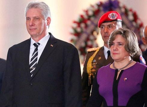 Ông Miguel Mario Diáz Canel Bermúdez - Chủ tịch Hội đồng Nhà nước và Hội đồng Bộ trưởng nước Cộng hòa Cuba - và Phu nhân. Ảnh: El Nuevo Herald