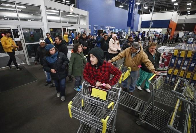Lễ hội mua sắm Black Friday tại Mỹ bắt đầu - ảnh 10