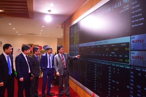 Chứng khoán ngày 27/11: Cổ phiếu vốn hóa lớn kéo VN-Index tăng nhẹ. Ảnh minh họa: Văn Giáp/BNEWS/TTXVN