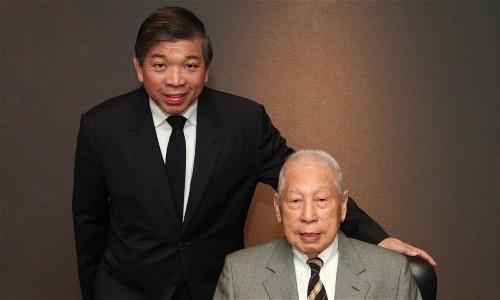 Hai cha con Teo Siong Seng và Chang Yun Chung. Ảnh:PIL