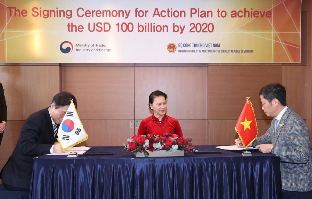 Lễ ký chương trình hành động giữa Bộ Công Thương Việt Nam và Bộ Thương mại, Công nghiệp và Năng lượng Hàn Quốc. Ảnh: Trọng Đức