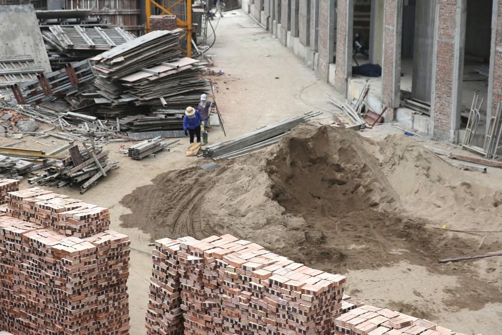 Các gói thầu thi công công trình mà Công ty CP Tư vấn xây dựng và sản xuất Hưng Yên trúng thầu đều đạt tỷ lệ giảm giá trên dưới 0,1%. Ảnh: Nhã Chi
