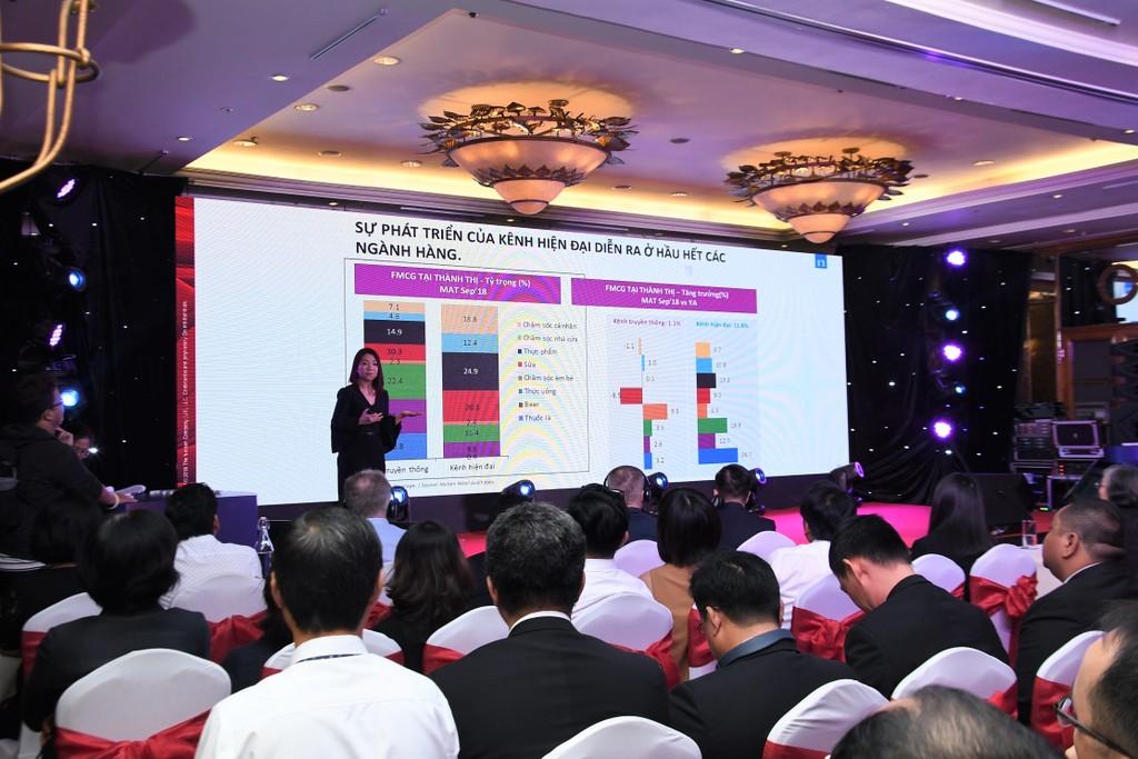 Nhiều ý kiến cho rằng, các nhà bán lẻ Việt Nam cần chuẩn bị cho phương án mua sắm đa kênh Ảnh: N.N