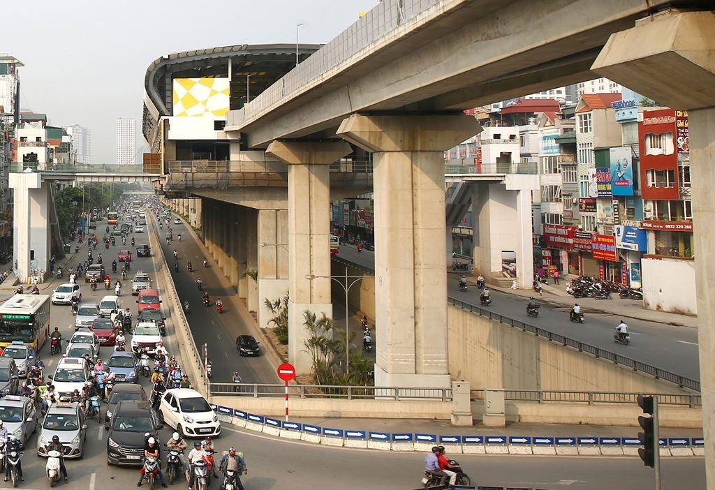 Sau nhiều lần lùi tiến độ vận hành thương mại, Dự án Đường sắt đô thị Cát Linh - Hà Đông vẫn chưa được đưa vào hoạt động. Ảnh: Lê Tiên