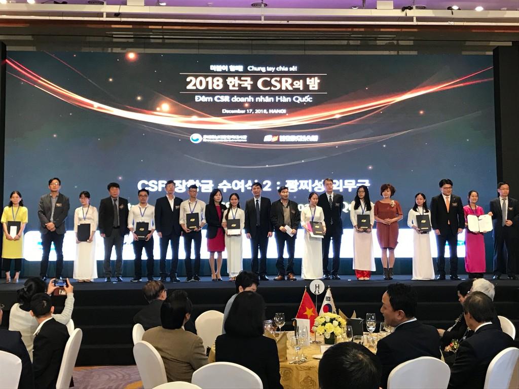 Các doanh nghiệp Hàn Quốc trao các suất học bổng cho sinh viên Việt Nam