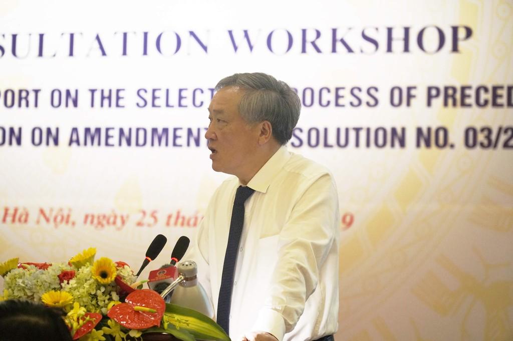 Chánh án Tòa án nhân dân tối cao Nguyễn Hòa Bình phát biểu tiếp thu ý kiến tại Hội thảo. Ảnh Trần Nam