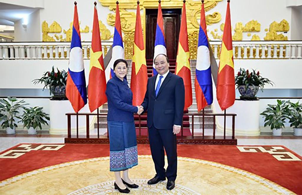 Thủ tướng Nguyễn Xuân Phúc và Chủ tịch Quốc hội CHDCND Lào Pany Yathotu. Ảnh: VGP