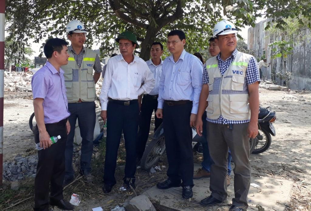 Phó Chủ tịch UBND thành phố Hồ Kỳ Minh kiểm tra việc bàn giao mặt bằng dự án Đường cao tốc Đà Nẵng- Quảng Ngãi đoạn Túy Loan- Đà Nẵng.