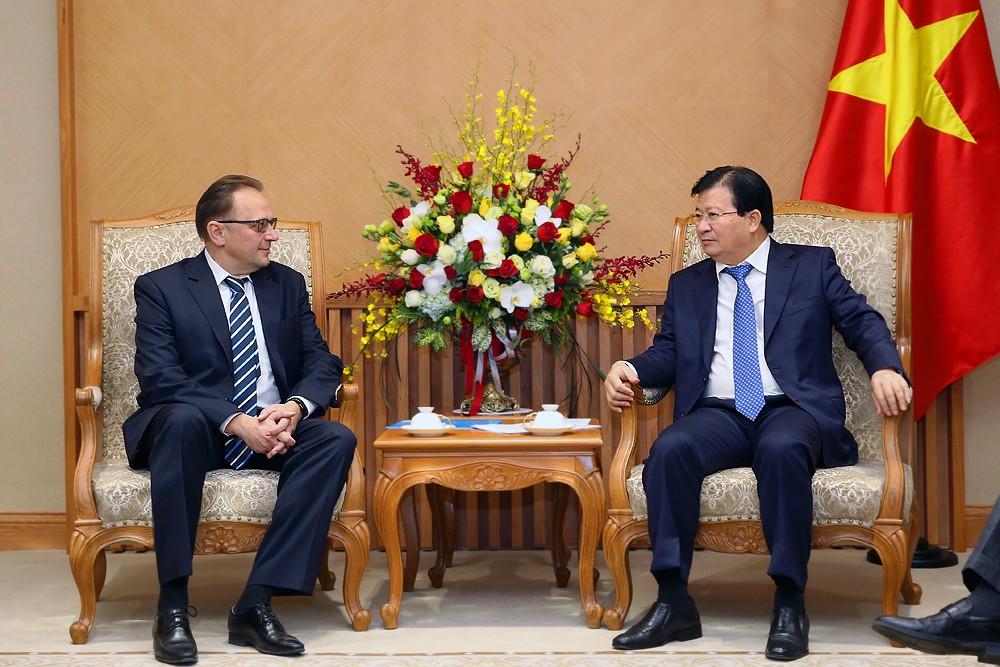 Phó Thủ tướng Trịnh Đình Dũng cho rằng, hai bên cần hợp tác chặt chẽ để triển khai Hiệp định Thương mại tự do Việt Nam-Liên minh kinh tế Á-Âu. Ảnh: VGP