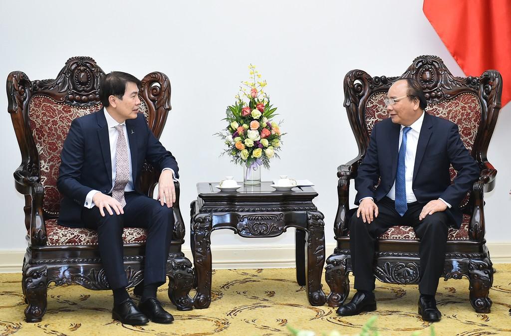 Thủ tướng Nguyễn Xuân Phúc và Chủ tịch Tập đoàn CapitaLand Lim Ming Yan. Ảnh: Quang Hiếu