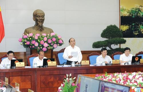 Thủ tướng Nguyễn Xuân Phúc đề nghị tại phiên họp quan trọng này, các thành viên Chính phủ, các địa phương tập trung vào đề xuất giải pháp cụ thể. Ảnh: VGP
