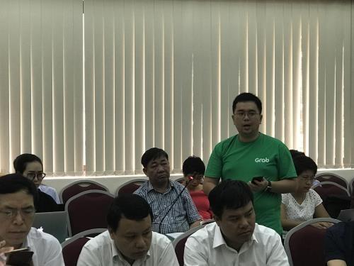 Ông Nguyễn Tuấn Anh, Giám đốc Grab Việt Nam phát biểu tại một cuộc họp của Bộ Giao thông Vận tải. Ảnh BNEWS