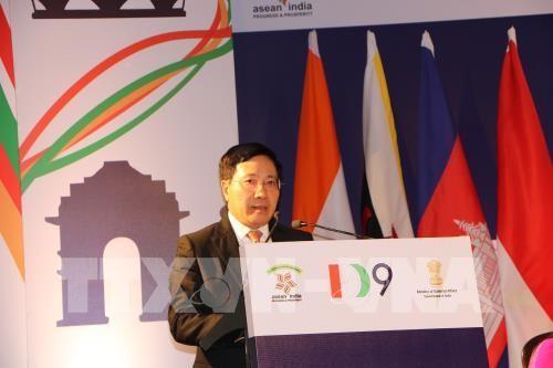 Phó Thủ tướng, Bộ trưởng Ngoại giao Phạm Bình Minh phát biểu tại Hội nghị bàn tròn Doanh nghiệp tại New Delhi. Ảnh: TTXVN