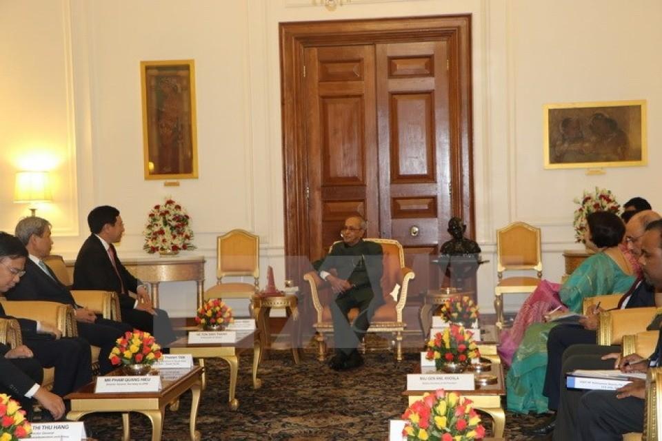Tổng thống Ấn Độ Pranab Mukherjee tiếp Phó Thủ tướng, Bộ trưởng Bộ Ngoại giao Phạm Bình Minh, ngày 4/7. (Ảnh: TTXVN)