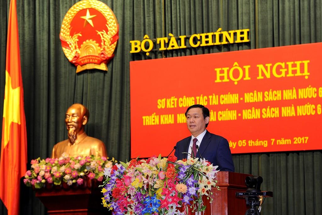 Phó Thủ tướng Vương Đình Huệ yêu cầu ngành tài chính thu vượt kế hoạch thu NSNN năm 2017 từ 5-8%, nhưng bảo đảm không được lạm thu. Ảnh: VGP