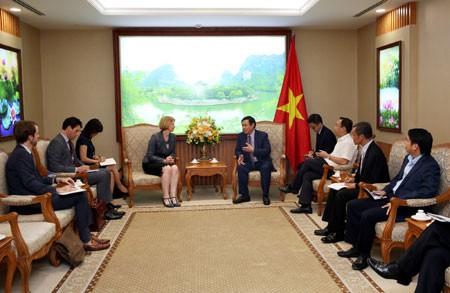 Phó Thủ tướng Vương Đình Huệ tiếp bà Wendy Matthews, Đại sứ New Zealand. Ảnh: VGP