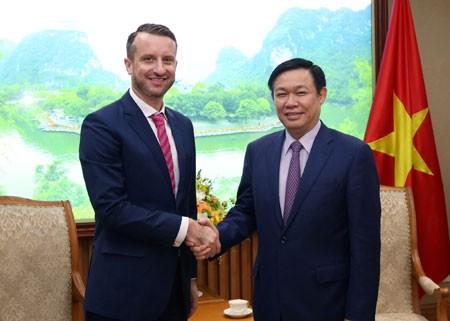 Phó Thủ tướng Vương Đình Huệ tiếp một số Đại sứ - ảnh 1