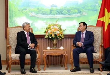 Phó Thủ tướng Vương Đình Huệ tiếp một số Đại sứ - ảnh 2