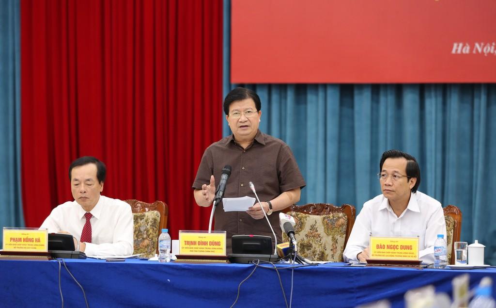 Phó Thủ tướng Trịnh Đình Dũng yêu cầu phải hết sức cảnh giác với bong bóng BĐS. Ảnh: VGP