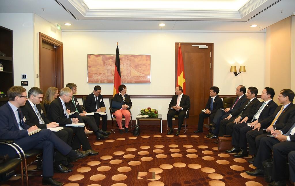 Thủ tướng gặp Bộ trưởng Kinh tế và Năng lượng Đức - ảnh 1