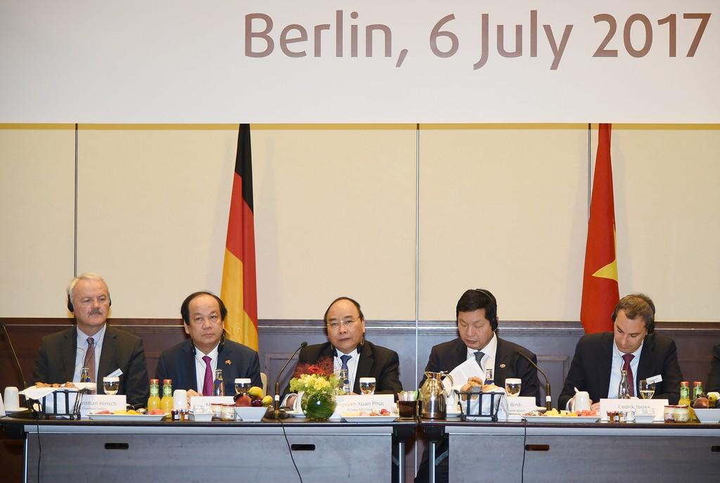 Thủ tướng Nguyễn Xuân Phúc gặp gỡ, đối thoại với một số doanh nghiệp hàng đầu của Đức. Ảnh: VGP