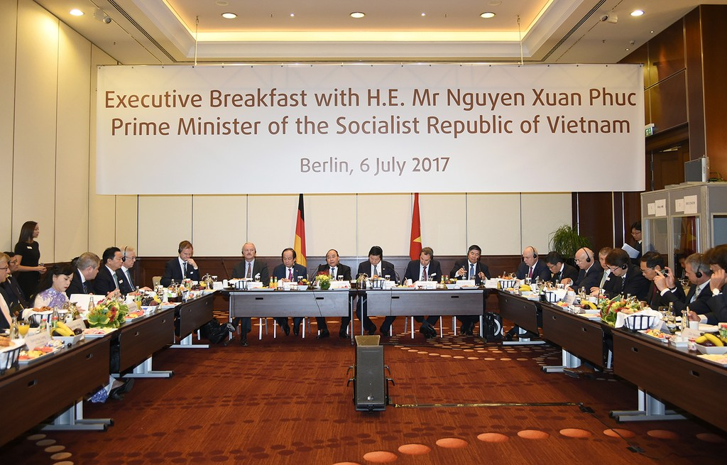 Thủ tướng đối thoại với các nhà đầu tư hàng đầu của Đức - ảnh 2