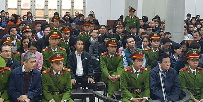 Các bị cáo tại phiên xét xử tháng 3/2017