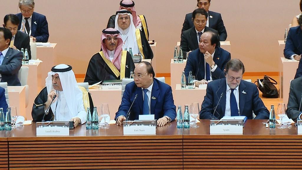 Thủ tướng Nguyễn Xuân Phúc phát biểu tại phiên thảo luận về phát triển bền vững, biến đổi khí hậu và năng lượng của Hội nghị Thượng đỉnh G20 tại Hamburg, Đức. Ảnh: VGP