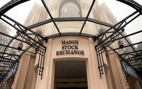 Theo đề án, sau sáp nhập, các cổ phiếu sẽ chuyển về niêm yết trên sàn HOSE còn HNX chuyên về trái phiếu và chứng khoán phái sinh.