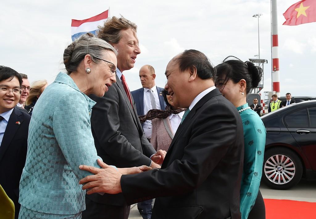 Lễ tiễn Thủ tướng Nguyễn Xuân Phúc và Phu nhân tại sân bay Schiphol Amsterdam. Ảnh: VGP