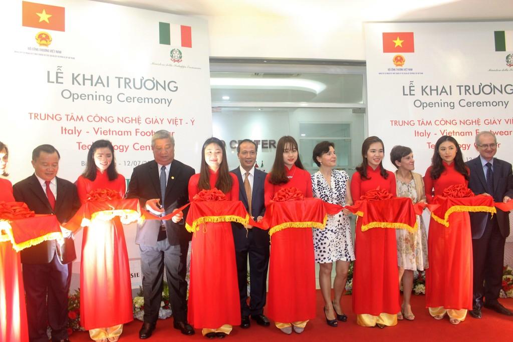 Khánh thành Trung tâm Công nghệ Giày Việt – Ý