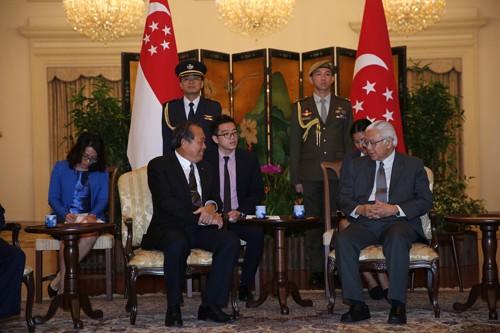 Phó Thủ tướng Trương Hòa Bình chào xã  giao Tổng thống Singapore Tony Tan. Ảnh: VGP