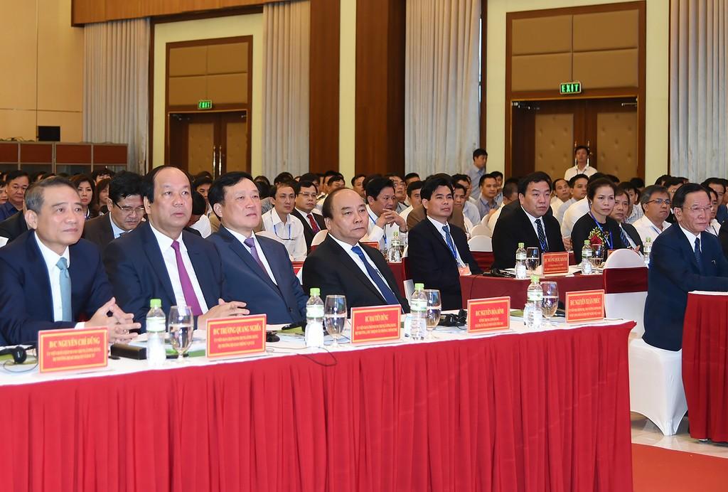 Thủ tướng Nguyễn Xuân Phúc và đại diện một số lãnh đạo bộ, ban, ngành dự Hội nghị Xúc tiến đầu tư tỉnh Sơn La năm 2017. Ảnh: VGP