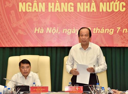 Bộ trưởng, Chủ nhiệm VPCP Mai Tiến Dũng Tổ trưởng Tổ công tác của Thủ tướng Chính phủ làm việc với NHNN. Ảnh: VGP
