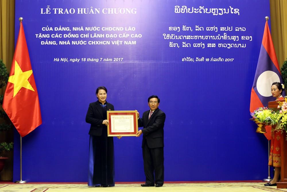 Lào trao tặng huân chương cao quý cho lãnh đạo cấp cao Việt Nam - ảnh 2