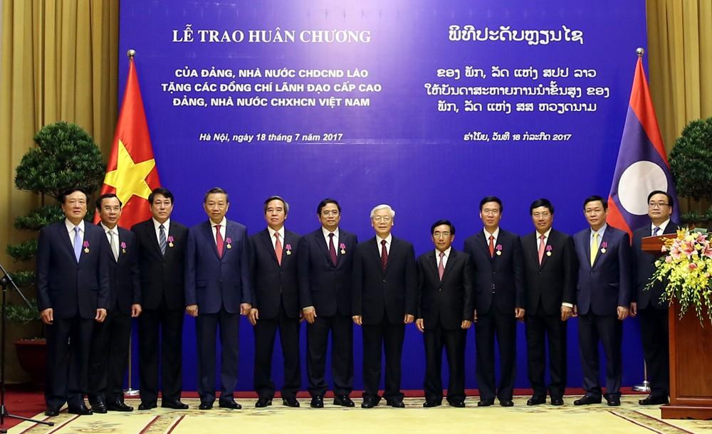 Lào trao tặng huân chương cao quý cho lãnh đạo cấp cao Việt Nam - ảnh 3