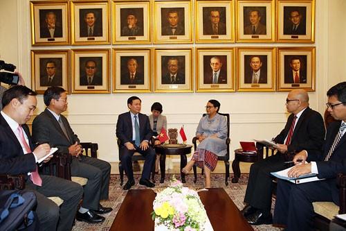 Phó Thủ tướng Vương Đình Huệ làm việc với Bộ trưởng Ngoại giao Retno Marsudi. Ảnh: VGP