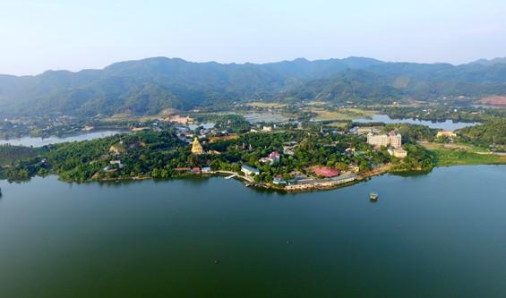 Toàn cảnh Hồ Núi Cốc nhìn từ trên cao xuống - Ảnh: báo Thái Nguyên