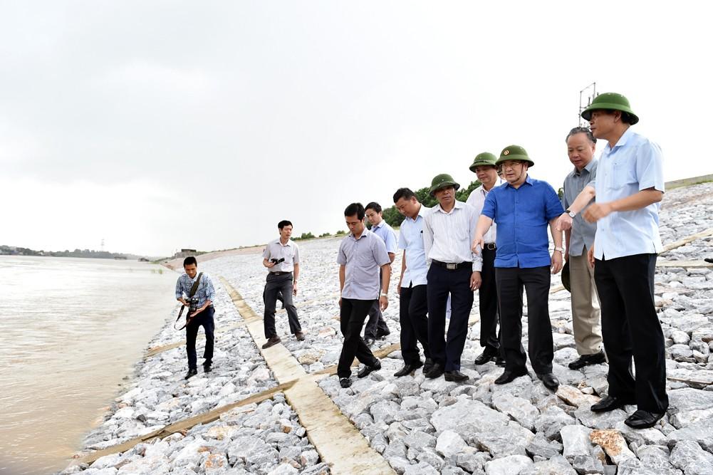 Phó Thủ tướng họp khẩn, thị sát việc xả lũ hồ thủy điện - ảnh 1